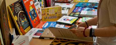 «El libro álbum y el género de no-ficción» con los bibliotecari@s de la DPZ
